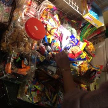 大量の駄菓子